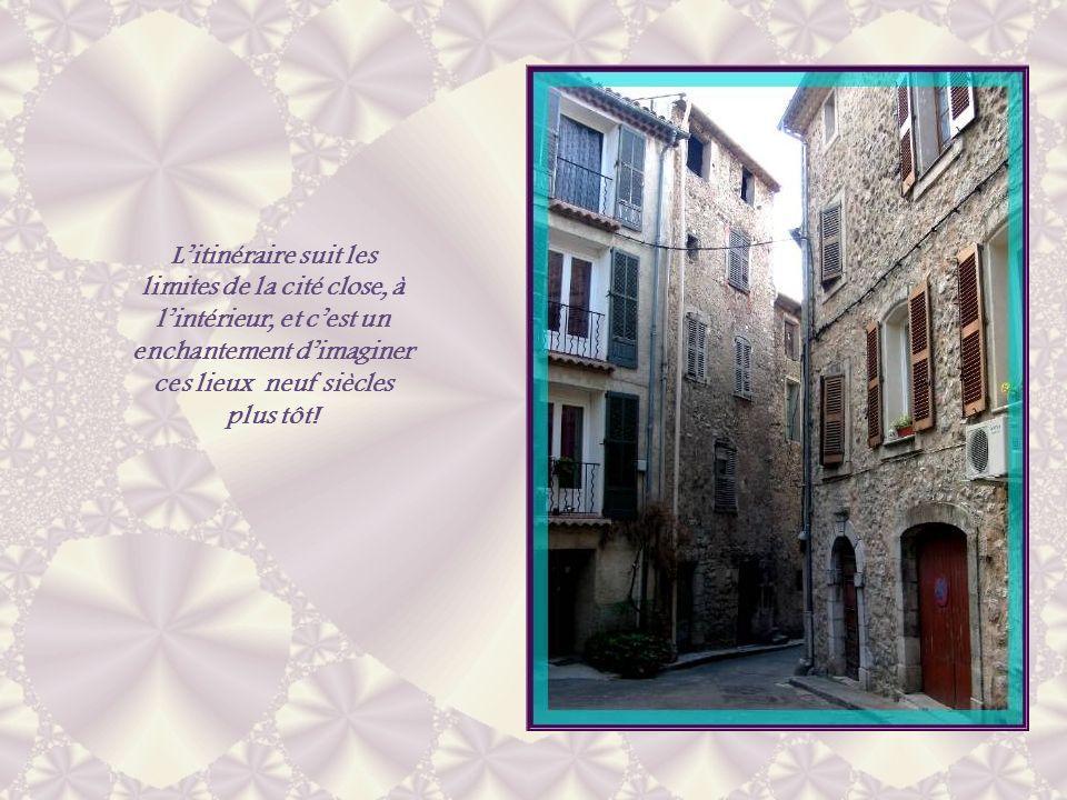 L'itinéraire suit les limites de la cité close, à l'intérieur, et c'est un enchantement d'imaginer ces lieux neuf siècles plus tôt!