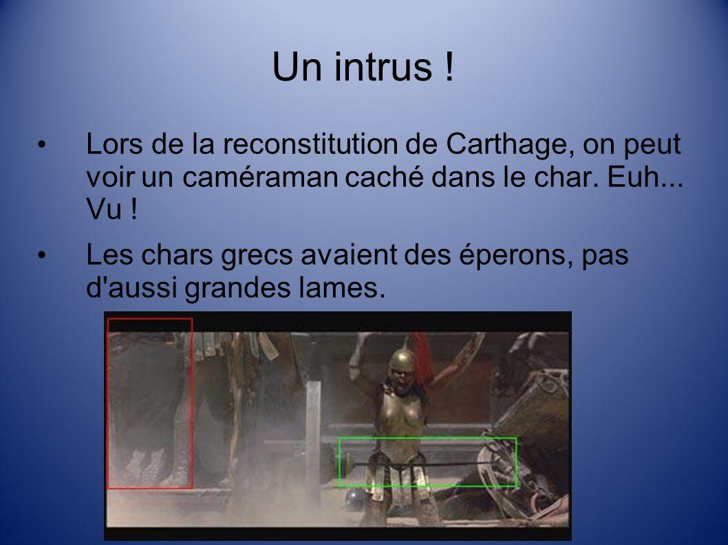 Un intrus ! Lors de la reconstitution de Carthage, on peut voir un caméraman caché dans le char. Euh... Vu !