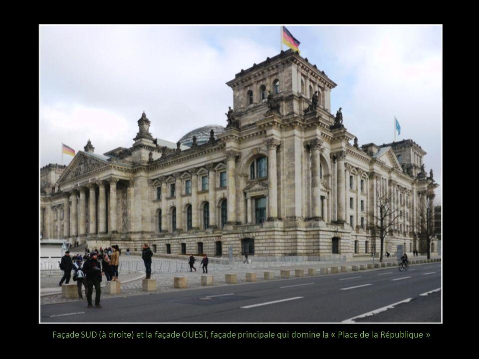 Façade SUD (à droite) et la façade OUEST, façade principale qui domine la « Place de la République »