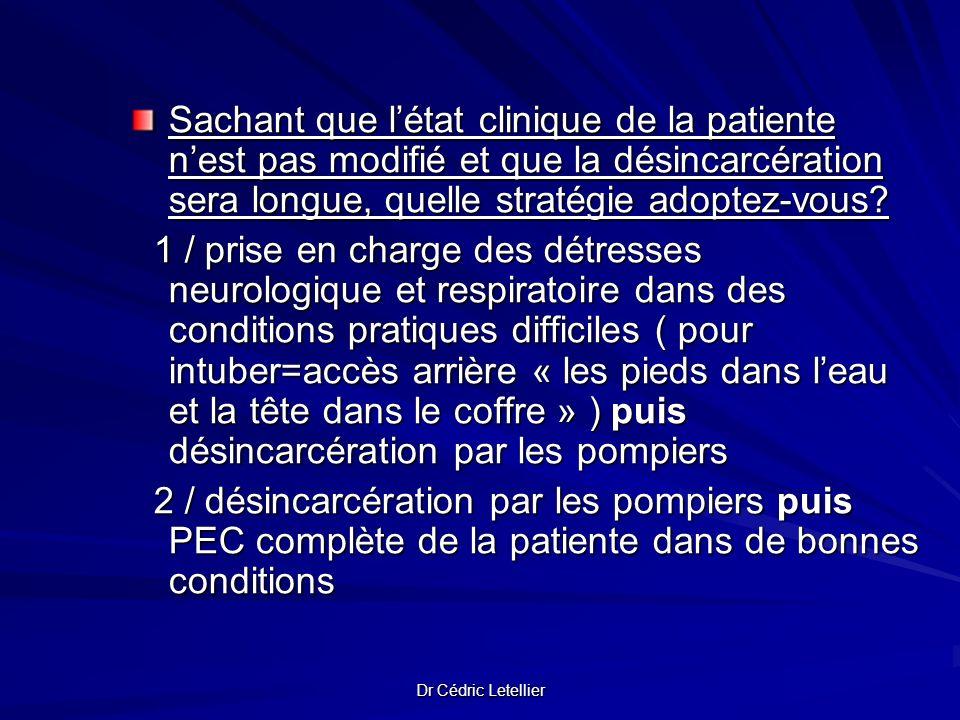 Sachant que l'état clinique de la patiente n'est pas modifié et que la désincarcération sera longue, quelle stratégie adoptez-vous