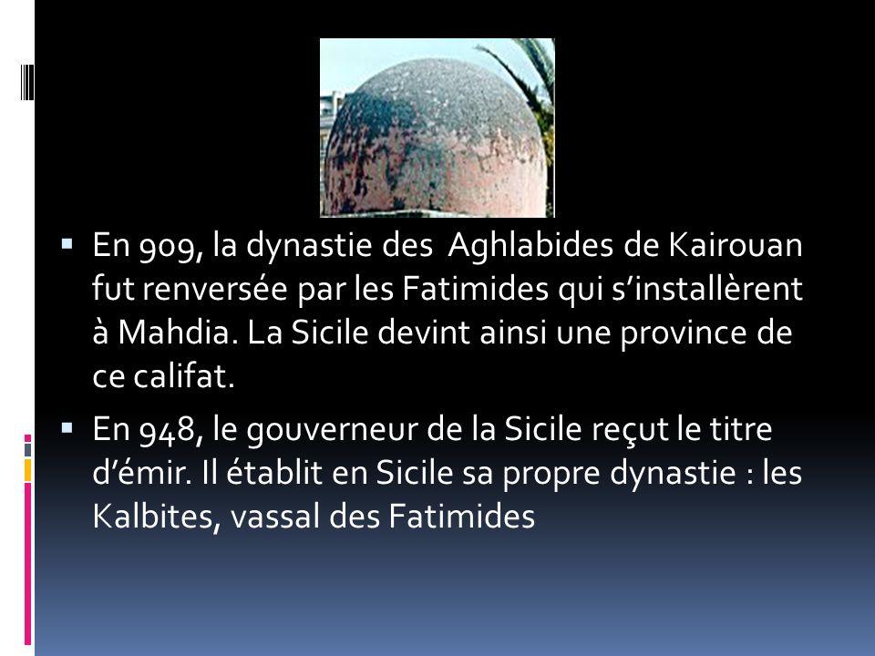 En 909, la dynastie des Aghlabides de Kairouan fut renversée par les Fatimides qui s'installèrent à Mahdia. La Sicile devint ainsi une province de ce califat.