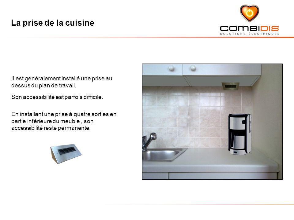 La prise de la cuisine Il est généralement installé une prise au dessus du plan de travail. Son accessibilité est parfois difficile.