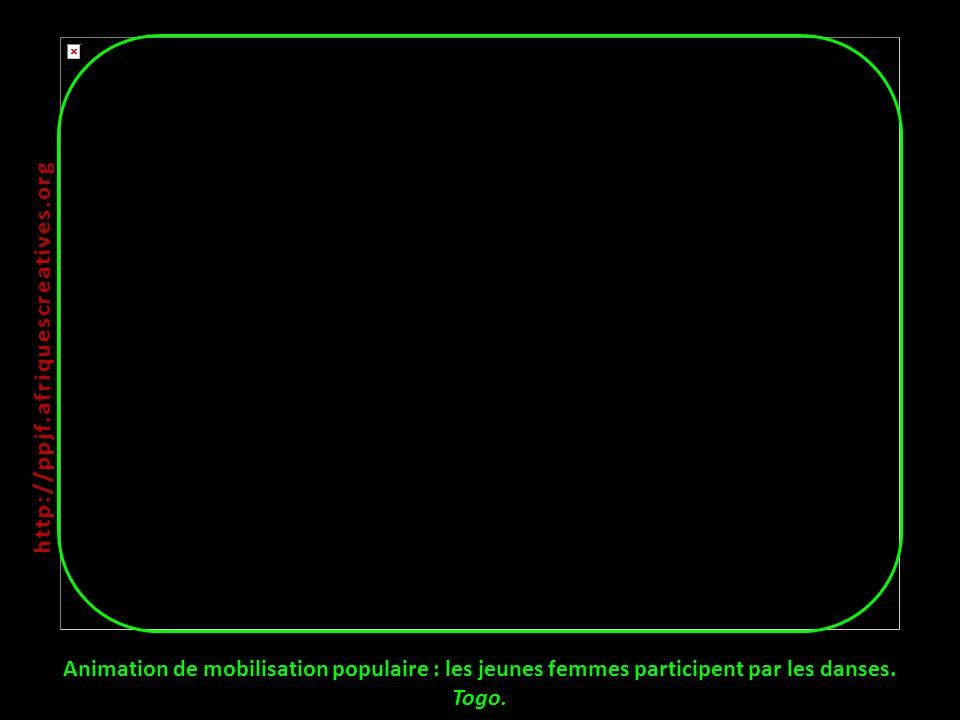 http://ppjf.afriquescreatives.org Animation de mobilisation populaire : les jeunes femmes participent par les danses.