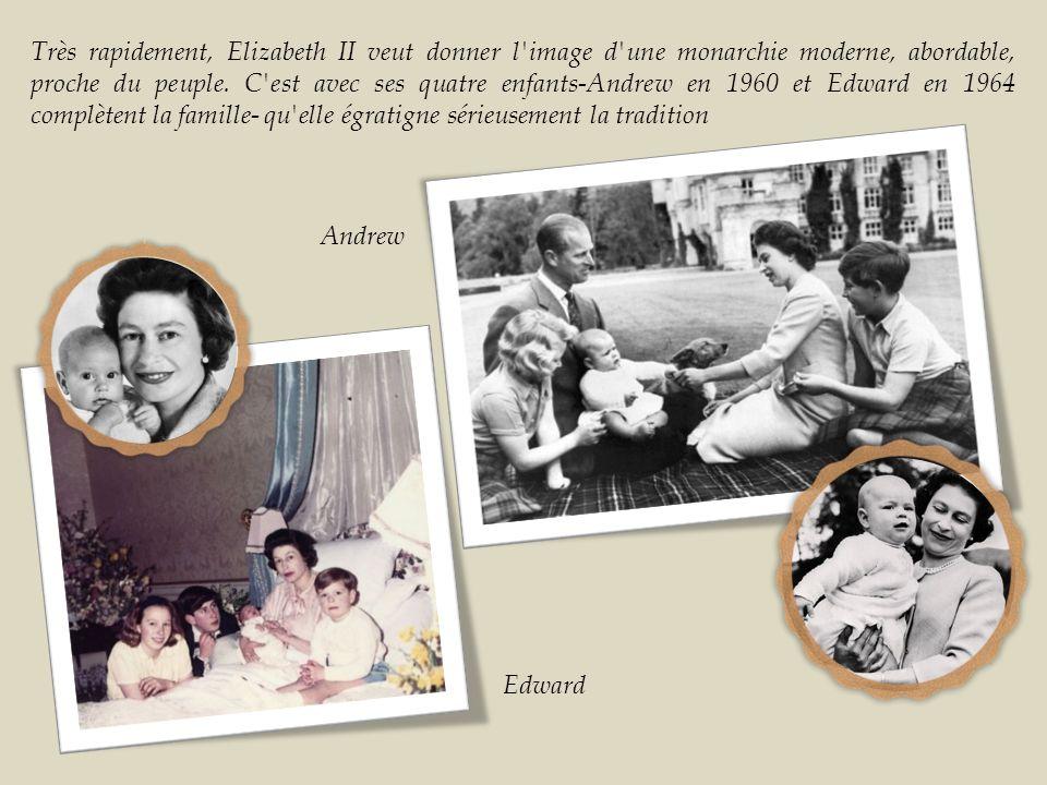 Très rapidement, Elizabeth II veut donner l image d une monarchie moderne, abordable, proche du peuple. C est avec ses quatre enfants-Andrew en 1960 et Edward en 1964 complètent la famille- qu elle égratigne sérieusement la tradition