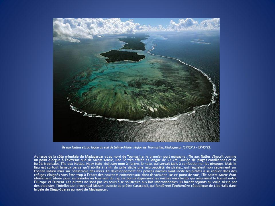 Île aux Nattes et son lagon au sud de Sainte-Marie, région de Toamasina, Madagascar (17°05' S - 49°45' E).