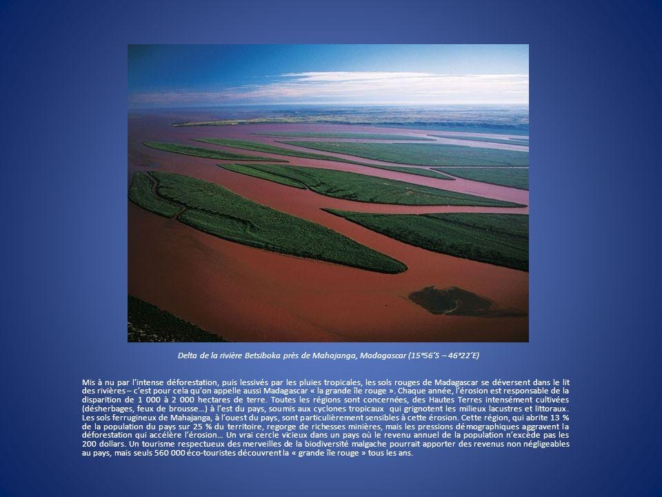 Delta de la rivière Betsiboka près de Mahajanga, Madagascar (15°56'S – 46°22'E)