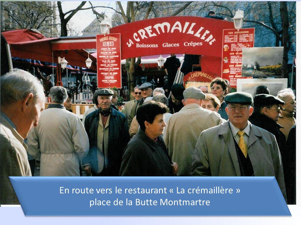 En route vers le restaurant « La crémaillère » place de la Butte Montmartre