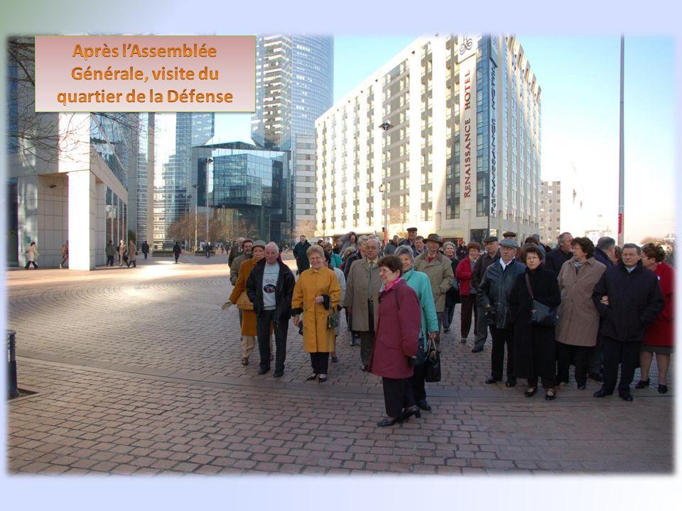 Après l'Assemblée Générale, visite du quartier de la Défense
