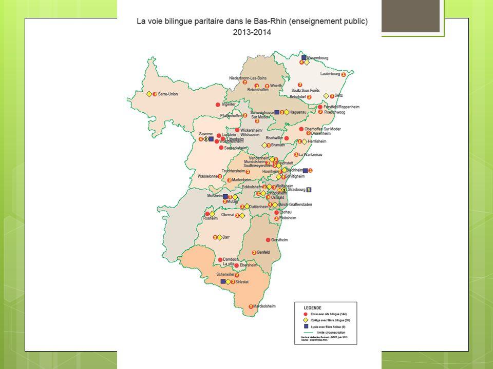 On voit sur cette carte qu'il y a une forte concentration de sites bilingues sur la région de Strasbourg et dans le Nord du département. Les petits points rouges matérialisent les sites bilingues (sachant que la définition d'un site bilingue c'est une entité composée d'une école maternelle et une école élémentaire). Les points jaunes sont les collèges : on peut constater que tous les collèges n'ont pas de cursus bilingue (il faut au moins 20 élèves d'une classe d'âge pour ouvrir une section bilingue)... Ils sont au nombre de 26 dans le département. Les points bleus sur la carte sont les lycées avec une voie bilingue. Vous pouvez constater que plus on avance dans la scolarité, plus les sites se raréfient. Je vous laisse prendre connaissance des chiffres. Et vous voyez que ça se réduit considérablement aux différents paliers de la scolarité.