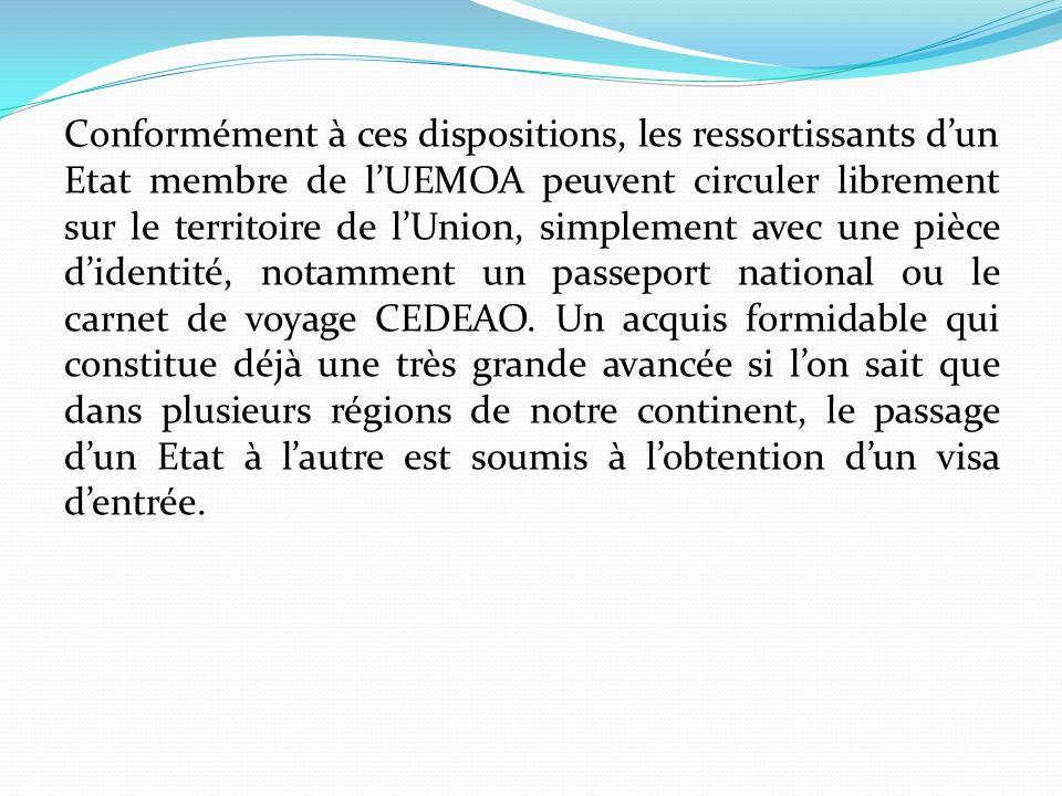 Conformément à ces dispositions, les ressortissants d'un Etat membre de l'UEMOA peuvent circuler librement sur le territoire de l'Union, simplement avec une pièce d'identité, notamment un passeport national ou le carnet de voyage CEDEAO.