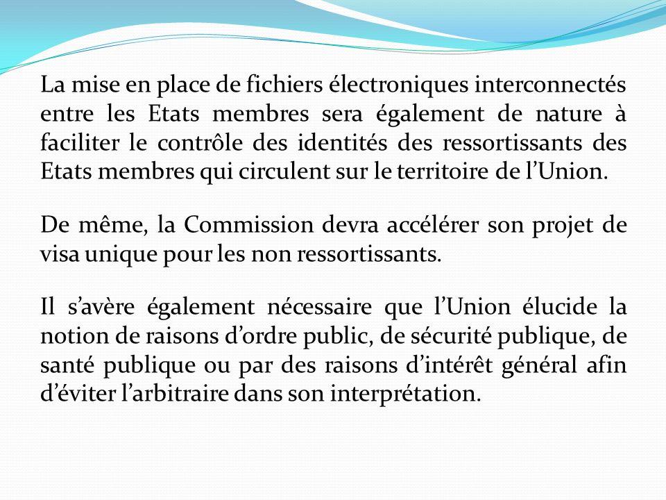 La mise en place de fichiers électroniques interconnectés entre les Etats membres sera également de nature à faciliter le contrôle des identités des ressortissants des Etats membres qui circulent sur le territoire de l'Union.