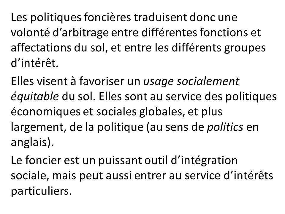 Les politiques foncières traduisent donc une volonté d'arbitrage entre différentes fonctions et affectations du sol, et entre les différents groupes d'intérêt.