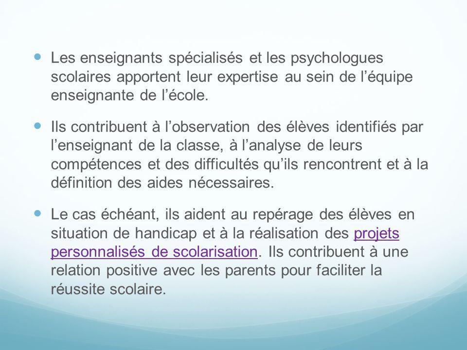 Les enseignants spécialisés et les psychologues scolaires apportent leur expertise au sein de l'équipe enseignante de l'école.