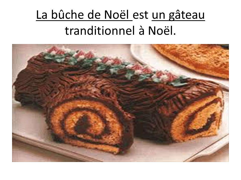 La bûche de Noël est un gâteau tranditionnel à Noël.
