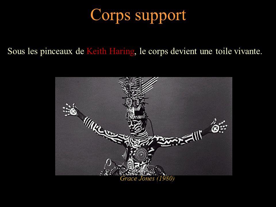 Corps support Sous les pinceaux de Keith Haring, le corps devient une toile vivante.