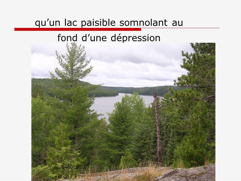 qu'un lac paisible somnolant au fond d'une dépression