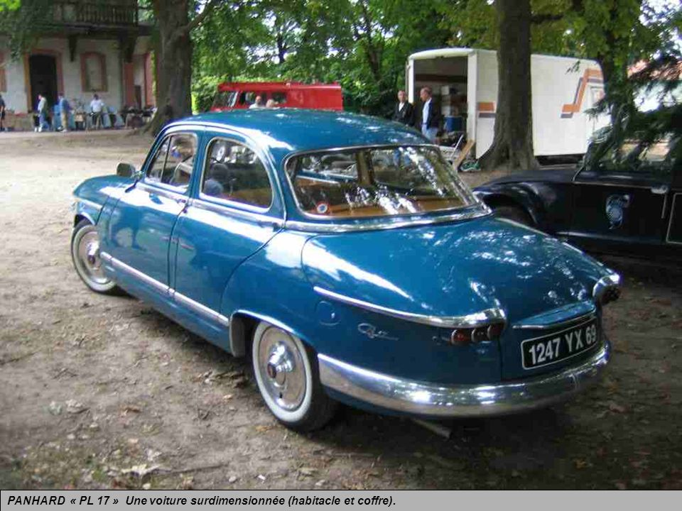 PANHARD « PL 17 » Une voiture surdimensionnée (habitacle et coffre).