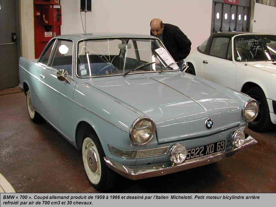 BMW « 700 ». Coupé allemand produit de 1959 à 1966 et dessiné par l'Italien Michelotti.