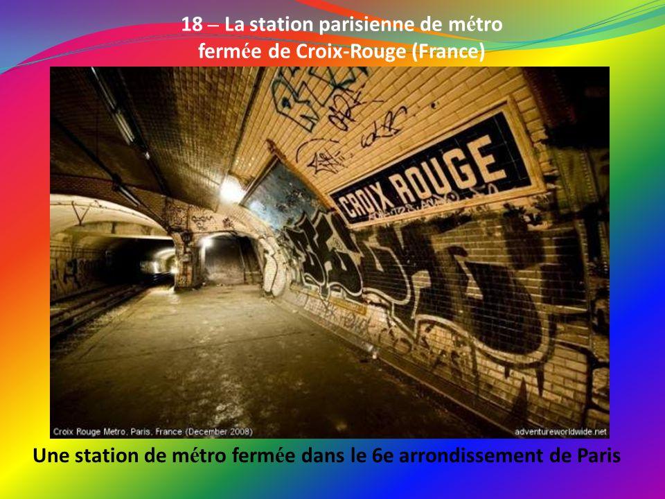 Une station de métro fermée dans le 6e arrondissement de Paris