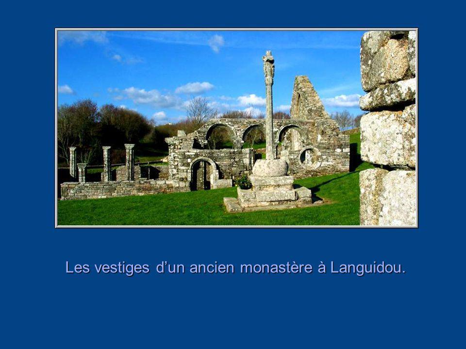 Les vestiges d'un ancien monastère à Languidou.