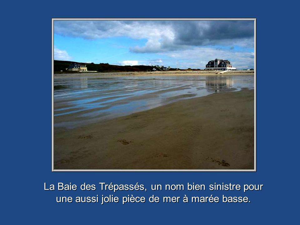La Baie des Trépassés, un nom bien sinistre pour une aussi jolie pièce de mer à marée basse.