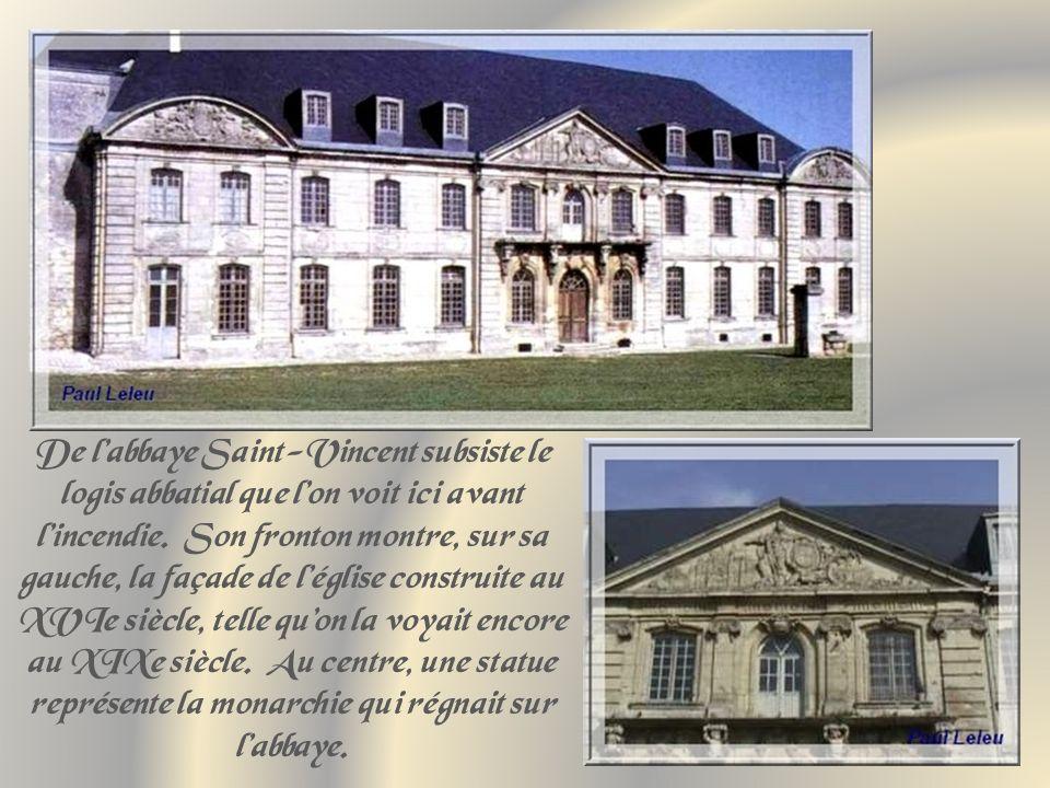 De l'abbaye Saint-Vincent subsiste le logis abbatial que l'on voit ici avant l'incendie.
