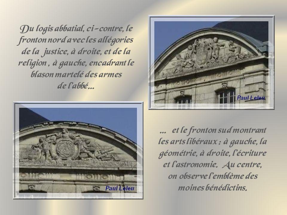 Du logis abbatial, ci-contre, le fronton nord avec les allégories de la justice, à droite, et de la religion , à gauche, encadrant le blason martelé des armes