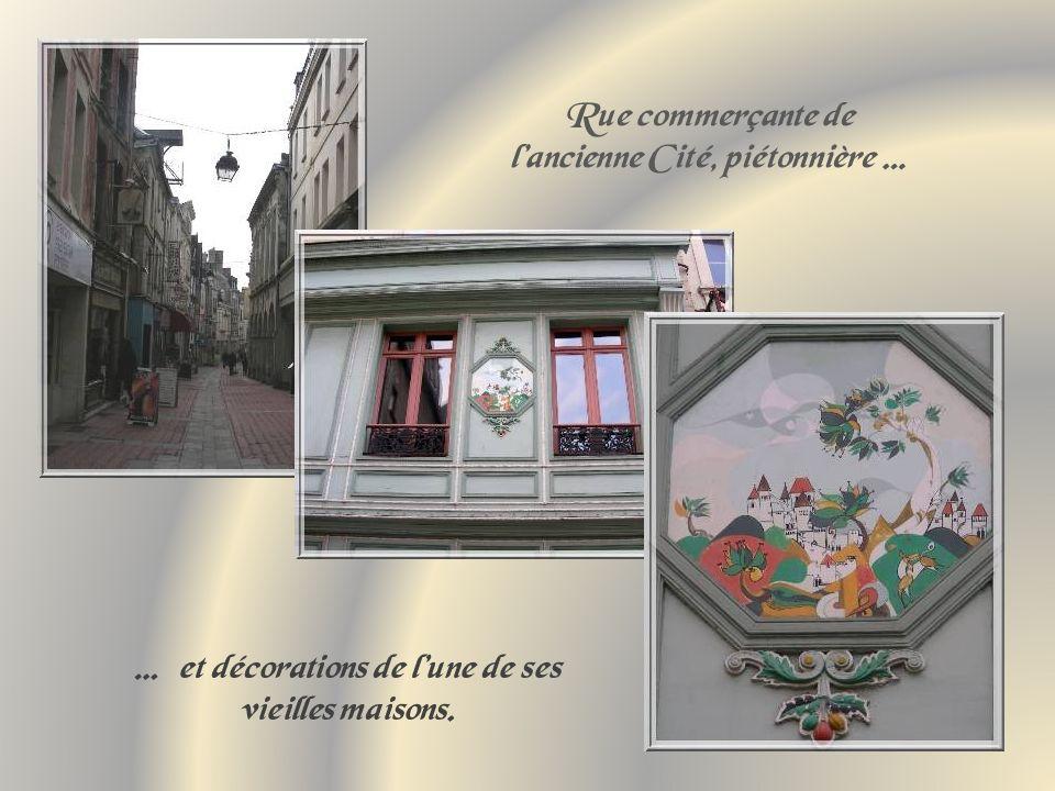 Rue commerçante de l'ancienne Cité, piétonnière …