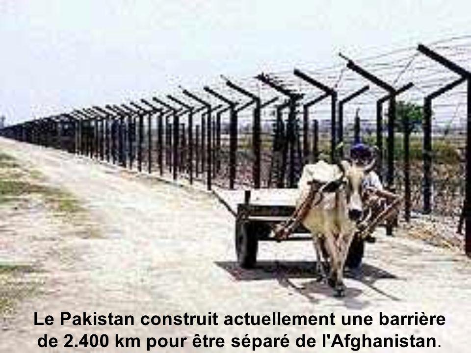 Le Pakistan construit actuellement une barrière de 2