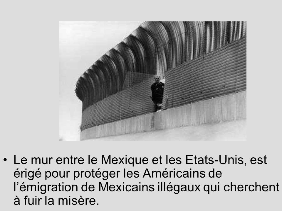 Le mur entre le Mexique et les Etats-Unis, est érigé pour protéger les Américains de l'émigration de Mexicains illégaux qui cherchent à fuir la misère.