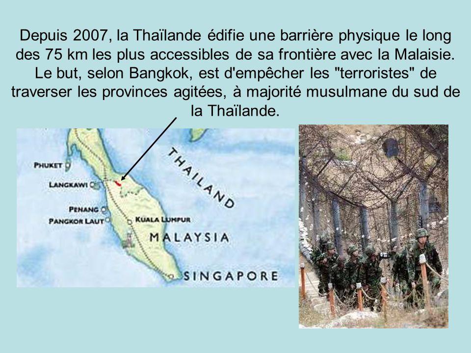 Depuis 2007, la Thaïlande édifie une barrière physique le long des 75 km les plus accessibles de sa frontière avec la Malaisie.