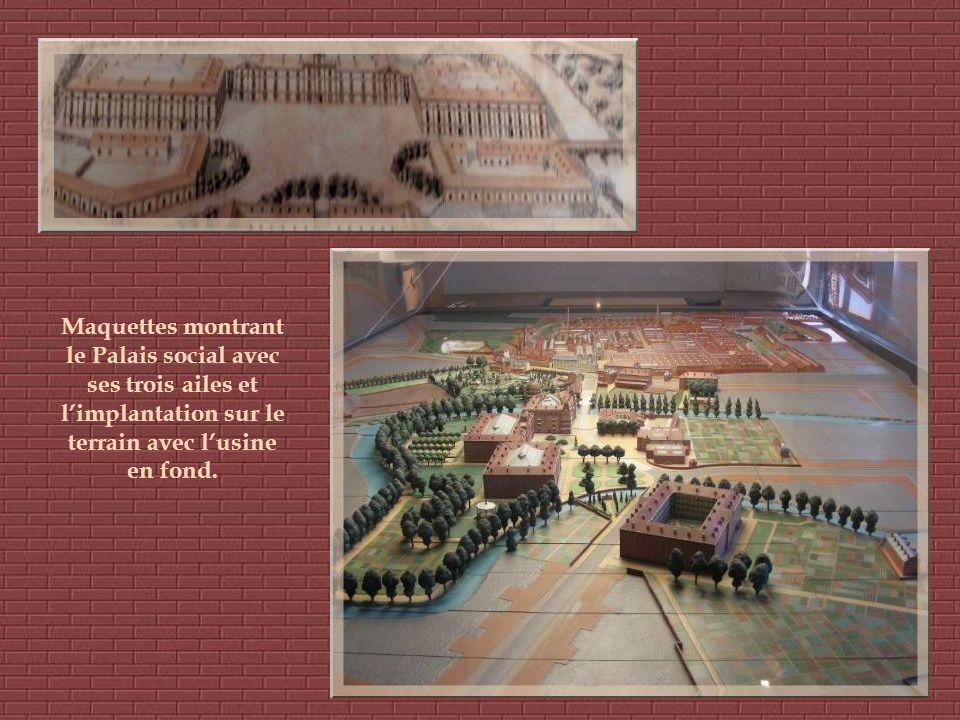 Maquettes montrant le Palais social avec ses trois ailes et l'implantation sur le terrain avec l'usine en fond.