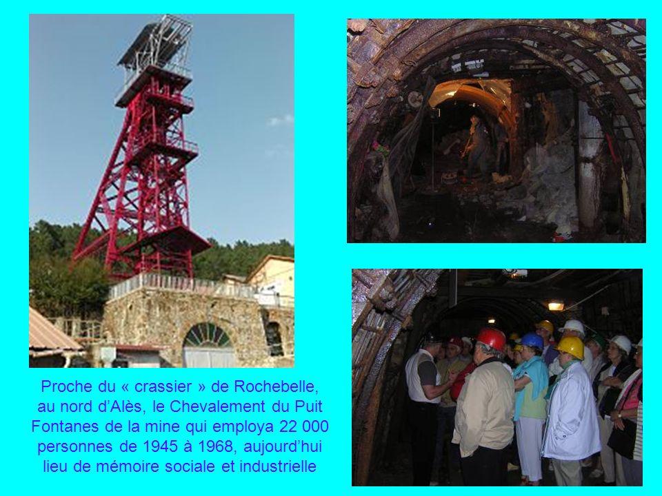 Proche du « crassier » de Rochebelle, au nord d'Alès, le Chevalement du Puit Fontanes de la mine qui employa 22 000 personnes de 1945 à 1968, aujourd'hui lieu de mémoire sociale et industrielle