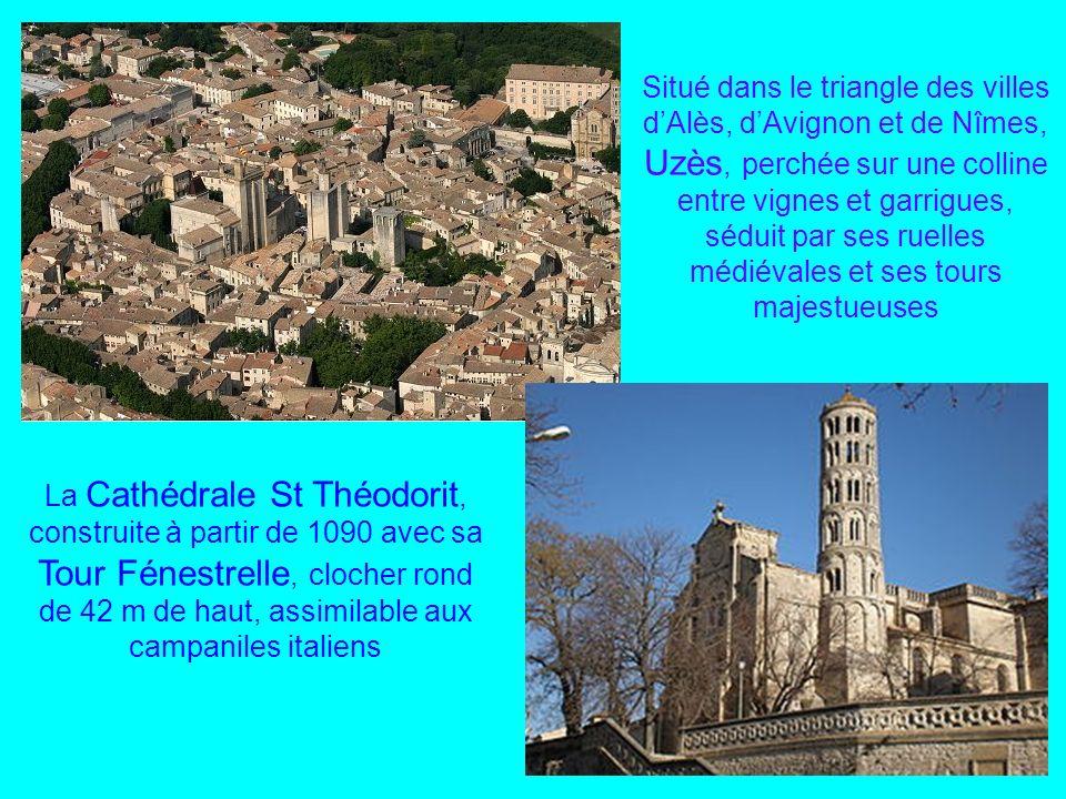 Situé dans le triangle des villes d'Alès, d'Avignon et de Nîmes, Uzès, perchée sur une colline entre vignes et garrigues, séduit par ses ruelles médiévales et ses tours majestueuses