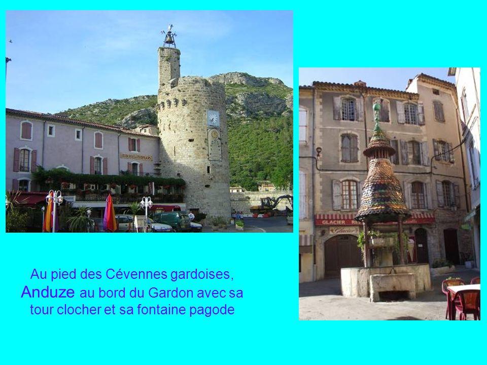 Au pied des Cévennes gardoises, Anduze au bord du Gardon avec sa tour clocher et sa fontaine pagode
