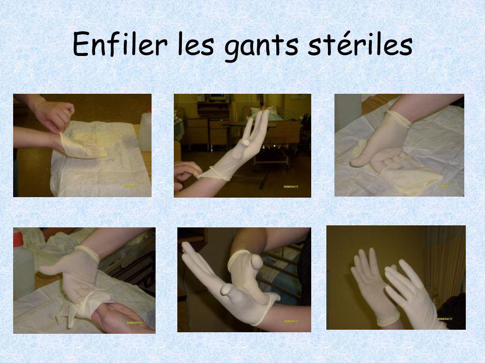 Enfiler les gants stériles