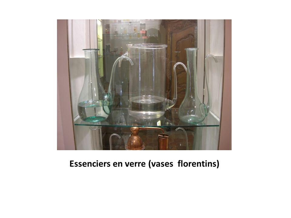 Essenciers en verre (vases florentins)