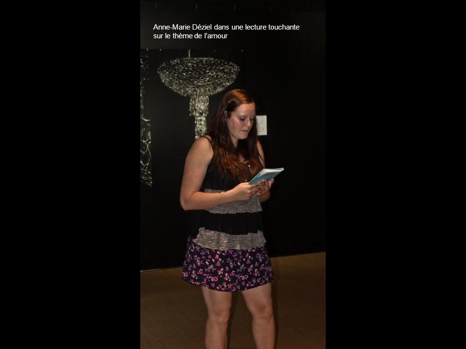 Anne-Marie Déziel dans une lecture touchante
