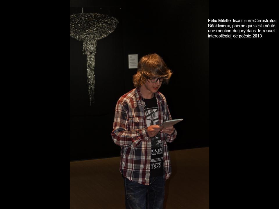Félix Milette lisant son «Cirrostratus Böcklinien», poème qui s'est mérité une mention du jury dans le recueil intercollégial de poésie 2013