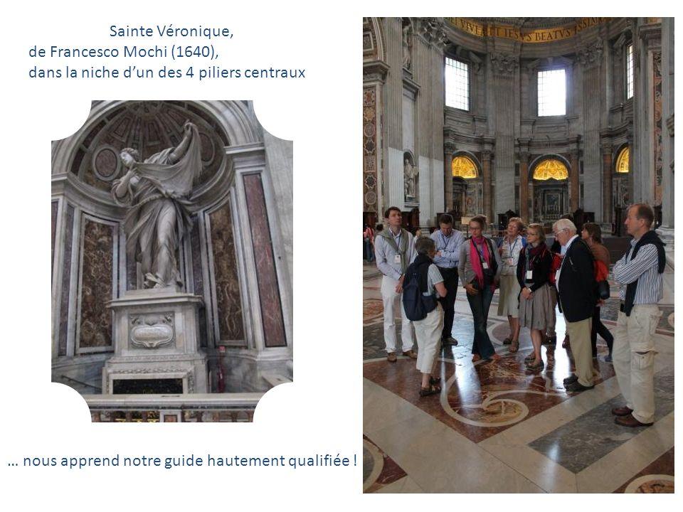 Sainte Véronique, de Francesco Mochi (1640), dans la niche d'un des 4 piliers centraux.