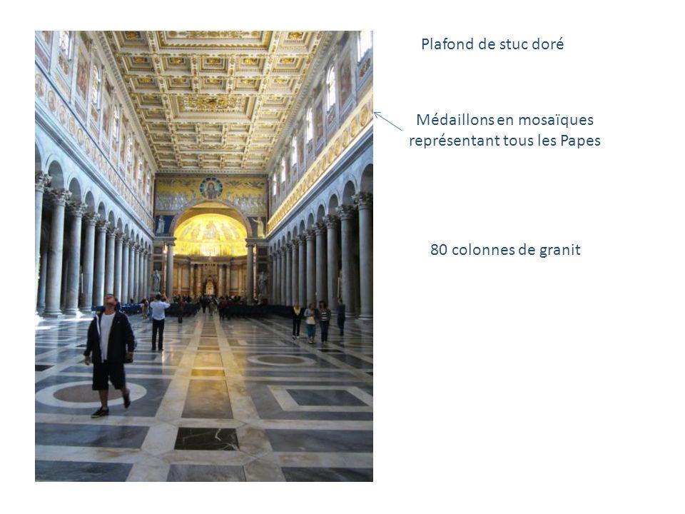 Médaillons en mosaïques représentant tous les Papes