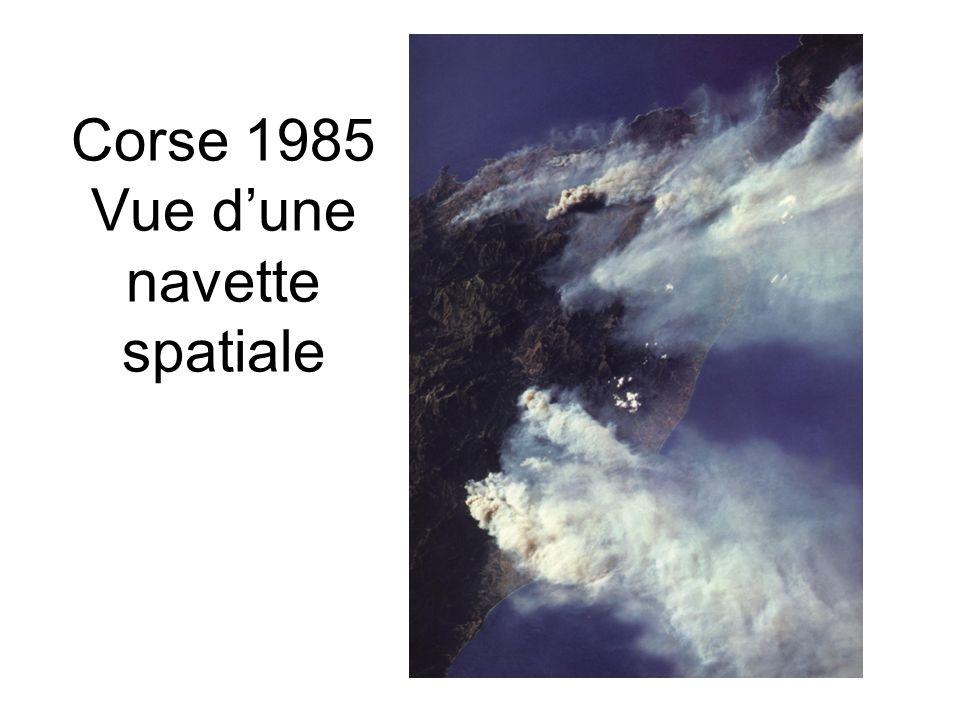 Corse 1985 Vue d'une navette spatiale