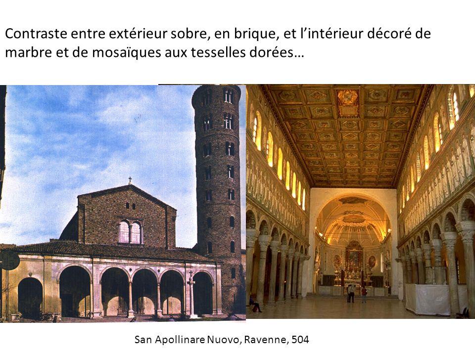 Contraste entre extérieur sobre, en brique, et l'intérieur décoré de marbre et de mosaïques aux tesselles dorées…