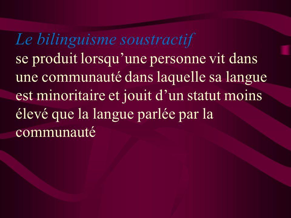 Le bilinguisme soustractif se produit lorsqu'une personne vit dans une communauté dans laquelle sa langue est minoritaire et jouit d'un statut moins élevé que la langue parlée par la communauté