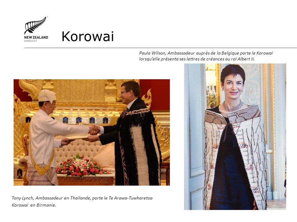 Korowai Tony Lynch, Ambassadeur en Thailande, porte le Te Arawa-Tuwharetoa. Korowai en Birmanie.