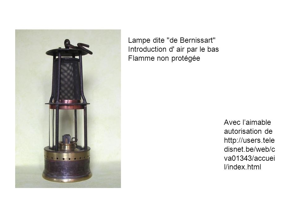 Lampe dite de Bernissart Introduction d air par le bas Flamme non protégée