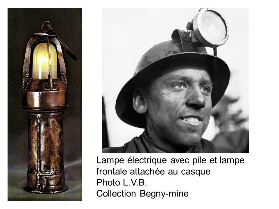 Lampe électrique avec pile et lampe frontale attachée au casque