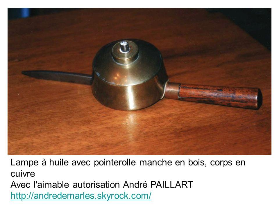 Lampe à huile avec pointerolle manche en bois, corps en cuivre