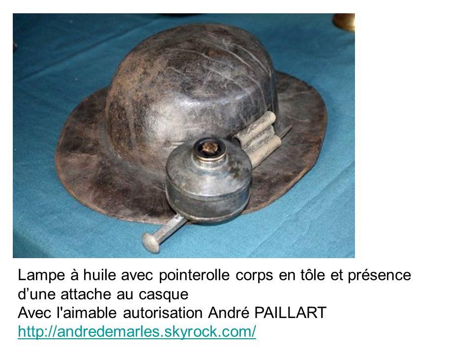 Lampe à huile avec pointerolle corps en tôle et présence d'une attache au casque