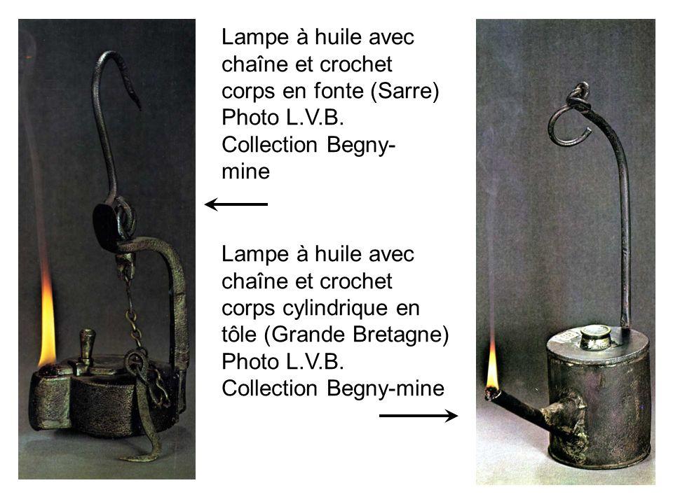 Lampe à huile avec chaîne et crochet corps en fonte (Sarre)